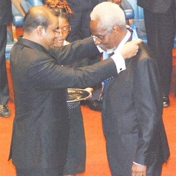 President Bharrat Jagdeo (left) conferring the Order of the Caribbean Community on former Jamaican Prime Minister PJ Patterson. (Jules Gibson photo)