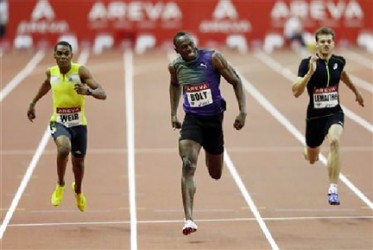 Jamaican sprinter Usain Bolt (C) crosses the finish line of the men's 200 ahead of second placed compatriot Warren Weir (L) and third placed Christophe Lemaitre (R) of France at the IAAF Diamond League athletics event at the Stade de France in Saint-Denis, near Paris, July 6, 2013. (Reuters/Charles Platiau)
