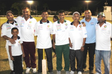 Shivnarine Chanderpaul dons his Floodlights uniform along with his other teammates.