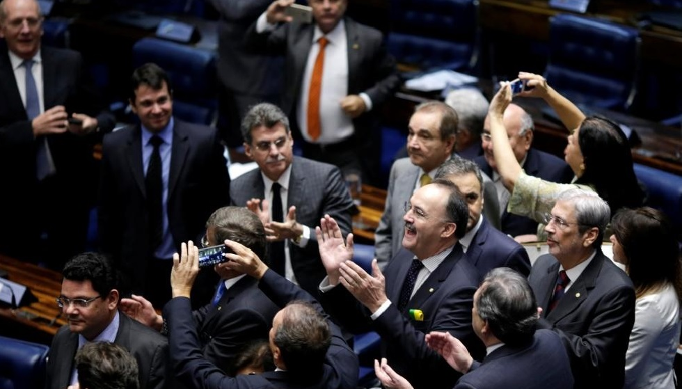 Members of Brazil's Senate react after a vote to impeach President Dilma Rousseff for breaking budget laws in Brasilia, Brazil, May 12, 2016. REUTERS/Ueslei Marcelino