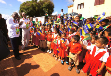 President David Granger (second from left) , Barbados Prime Minister Freundel Stuart (left)  and the visiting delegation received a warm welcome at the Lethem airstrip by school children of Upper Takutu-Upper Essequibo, who were waving the flags of Guyana and Barbados (Ministry of the Presidency photo)