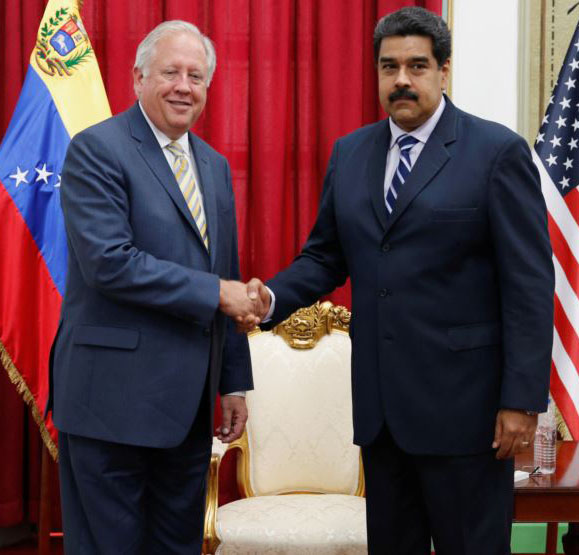 Venezuela's President Nicolas Maduro shakes hands with US diplomat Thomas Shannon during their meeting at Miraflores Palace (Reuters photo)