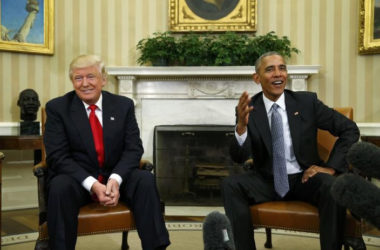 U.S. President Barack Obama (R) meeting yesterday with President-elect Donald Trump to discuss transition plans in the White House Oval Office in Washington, U.S., November 10, 2016. REUTERS/Kevin Lamarque